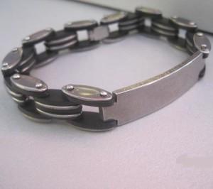 Оригинальный браслет из нержавеющей стали с широкой полосой для нанесения гравировки купить. Цена 160 грн