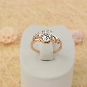 Светское кольцо «Прелесть» с крупным овальным фианитом и 18-ти каратным золотым покрытием купить. Цена 190 грн или 595 руб.