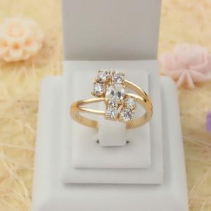Интересной формы кольцо «Касабланка» с прозрачными фианитами и настоящей позолотой фото. Купить