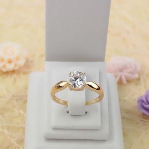 Гладкое кольцо «Лагонда» с одним круглым фианитом и золотым напылением купить. Цена 150 грн или 470 руб.