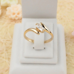 Современное кольцо «Модерн» с прямоугольным цирконом и высоколассной позолотой фото. Купить