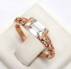 Притягательное кольцо «Виват» (бренд-ITALINA) с прямоугольным камнем Сваровски и розовой позолотой купить. Цена 175 грн или 550 руб.