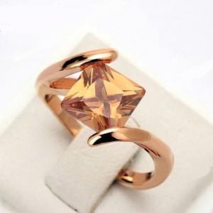 Невероятное кольцо «Юлиана» (бренд-ITALINA) с квадратным янтарным камнем Сваровски и позолотой купить. Цена 195 грн