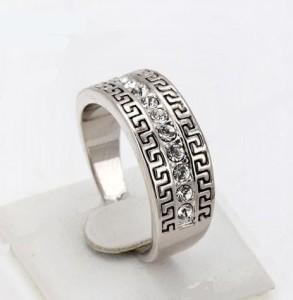 Стильное кольцо «Минотавр» (бренд-ITALINA) с греческим узором, стразами Сваровски и платиновым покрытием купить. Цена 199 грн или 625 руб.