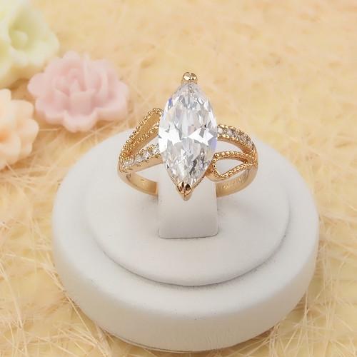 Красивейшее кольцо «Империя» с крупным прозрачным фианитом в ажурной позолоченной оправе купить. Цена 235 грн