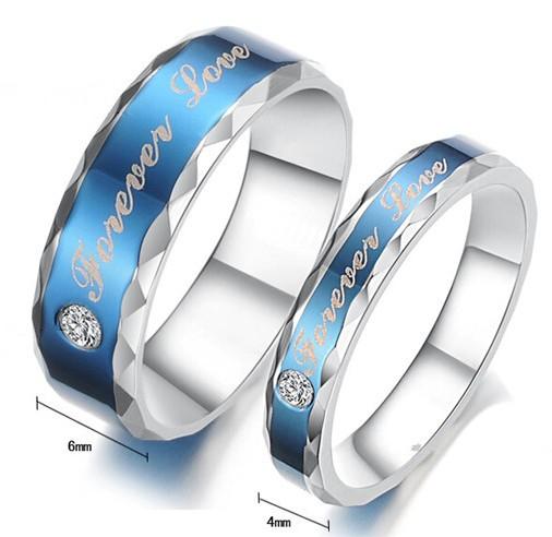 Голубое кольцо «Luxury» из медицинской стали с цирконом, надписями и рельефными краями купить. Цена 180 грн