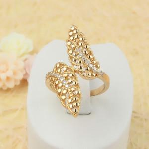Дизайнерское кольцо «Папоротник» в виде растения с мелкими цирконами и золотым напылением фото. Купить