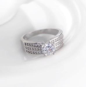 Великолепное кольцо «Север» (бренд-UMODE) с платиновым покрытием и бесцветными цирконами купить. Цена 220 грн