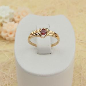Маленькое колечко «Кокетка» в форме сердца с красным фианитом и золотым напылением купить. Цена 110 грн