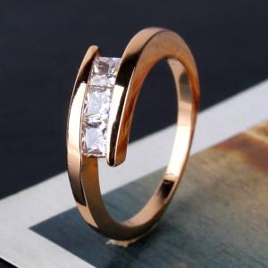Потрясающее модное кольцо «Паскаль» с тремя квадратными цирконами и отличной позолотой купить. Цена 145 грн