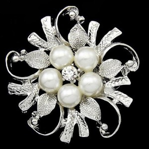 Романтичная брошь «Лирика» в виде жемчужного цветка в серебристой оправе купить. Цена 99 грн