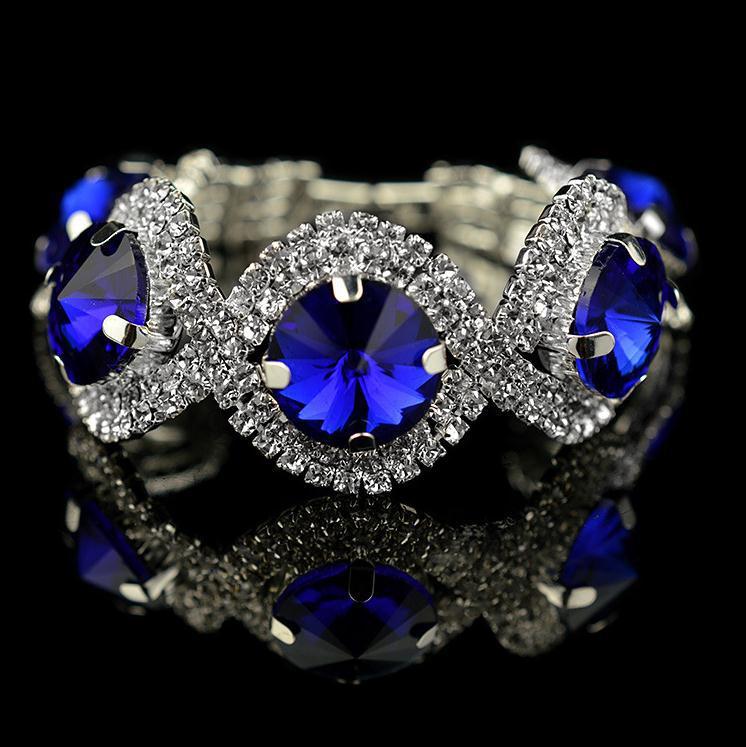 Торжественный браслет «Сапфирит» с крупными синими камнями и прозрачными стразами в белом металле купить. Цена 199 грн