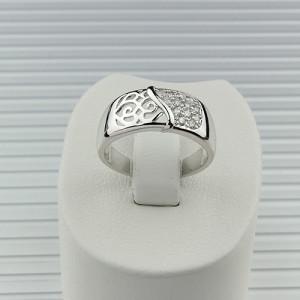 Гладкое кольцо «Виндзор» с витым узором, бесцветными фианитами и родиевым покрытием фото. Купить