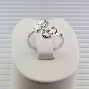 Закрученное кольцо «Шарлотта» с двумя цирконами и мелкими фианитами, покрытое слоями родия фото. Купить