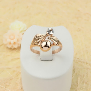 Позолоченное кольцо «Фламина» в виде двух листочков с фианитом и золотым шариком фото. Купить