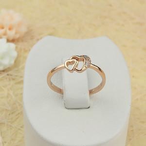 Милейшее кольцо «Лямур» в виде двух маленьких сердец, покрытых позолотой купить. Цена 125 грн