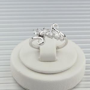 Ажурное кольцо «Акадия» с бесцветными фианитами и качественным родиевым покрытием купить. Цена 175 грн