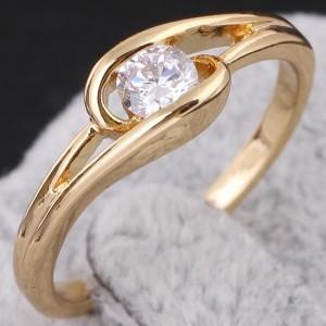 Прекрасное кольцо ажурной формы с цирконом и напылением из арабского золота купить. Цена 110 грн