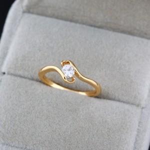 Малюсенькое кольцо красивой формы с маленьким фианитом и настоящей позолотой купить. Цена 115 грн или 360 руб.
