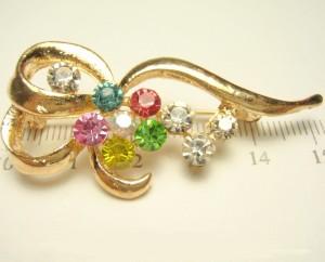 Чудесная брошь «Феерия» с разноцветными стразами и покрытием под золото купить. Цена 69 грн