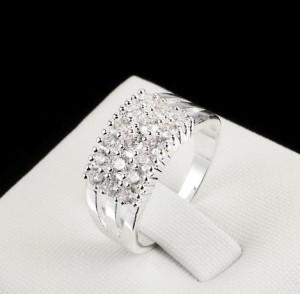Незабываемое кольцо «Зима» с серебряным покрытием и тремя рядами кристаллов Сваровски купить. Цена 155 грн