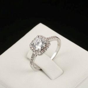 Романтичное кольцо «Венеция» (бренд-ITALINA) с камнем Сваровски и платиновым покрытием купить. Цена 175 грн или 550 руб.