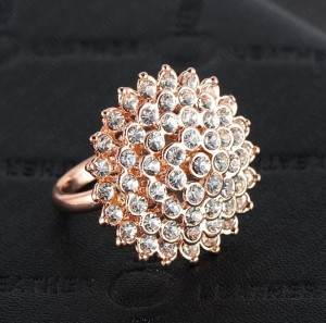 Неотразимое кольцо «Королевское» (бренд-ITALINA) с кристаллами Swarovski и качественной позолотой купить. Цена 240 грн или 750 руб.