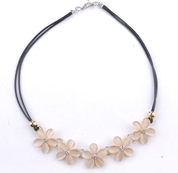 Нежное ожерелье «Ромашки» из миленьких цветочков на двойном чёрном шнурке купить. Цена 99 грн
