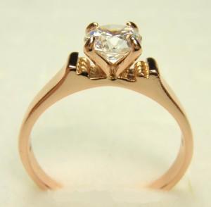 Аккуратное кольцо «Стиль» (бренд-ITALINA) классической формы с камнем Сваровски и качественной позолотой фото 1