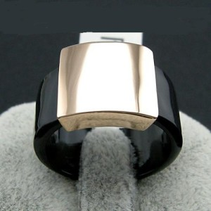 Современное кольцо «Gucci» (бренд-ITALINA) из чёрного акрила с позолоченной гладкой вставкой купить. Цена 165 грн
