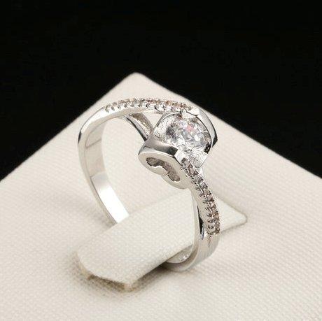 Романтичное кольцо «Сердцеедка» (бренд-ITALINA) ажурной формы с кристаллами Swarovski и родиевым покрытием купить. Цена 160 грн
