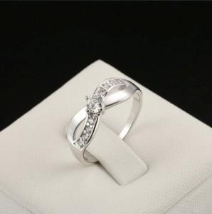 Серебристое кольцо «Инфинити» (бренд-ITALINA) в виде бесконечности со Сваровски и платиновым напылением купить. Цена 145 грн