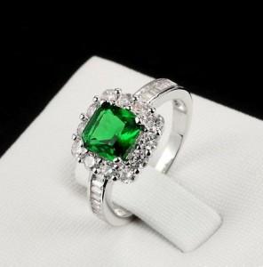 Волшебное кольцо «Гудвин» с зелёным и бесцветными камнями Swarovski и платиновым покрытием купить. Цена 220 грн