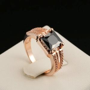 Статусное кольцо «Магистр» (бренд-ITALINA) с чёрным квадратным цирконом и покрытием из розового золота фото. Купить