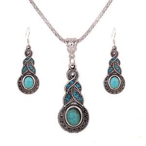 Замечательный набор в тибетском стиле с бирюзой и стразами в металле под античное серебро купить. Цена 145 грн или 455 руб.