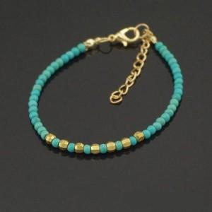 Тонкий браслет из бисера с натуральной бирюзой и золотыми бусинами купить. Цена 69 грн
