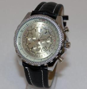 Массивные часы-реплика «Breitling» с активным окошком даты и чёрным ремешком фото. Купить