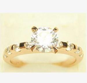 Тонкое кольцо «Бродвей» с бесцветными цирконами с огранкой и покрытием из золота купить. Цена 199 грн