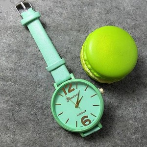 Трендовые часы «Geneva Platinum» с крупным циферблатом и узким ремешком мятного цвета фото. Купить