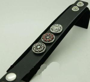 Кельтский браслет чёрного цвета из натуральной кожи с крупными заклёпками купить. Цена 110 грн или 345 руб.