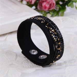 Чудесный браслет «Фристайл» чёрного цвета с тремя полосами мелких страз купить. Цена 89 грн или 280 руб.
