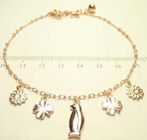 Тонкий женский браслет на ногу с фигурными кулонами и высококачественной позолотой фото. Купить