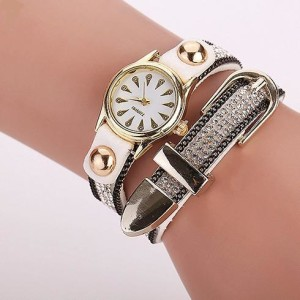 Стильные женские часы «Quartz» с длинным белым ремешком со стразами и красивой пряжкой купить. Цена 199 грн