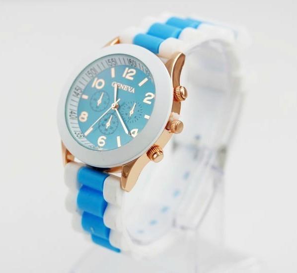 Голубые часы «Geneva» с золотым корпусом и двухцветным силиконовым ремешком купить. Цена 235 грн