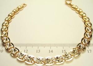 Необыкновенный позолоченный браслет из каплевидных звеньев с алмазной насечкой купить. Цена 299 грн или 935 руб.