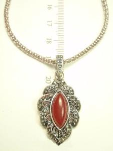 Серая подвеска «Годеция» с небольшим кулоном с бордовым камнем и покрытием под античное серебро фото. Купить