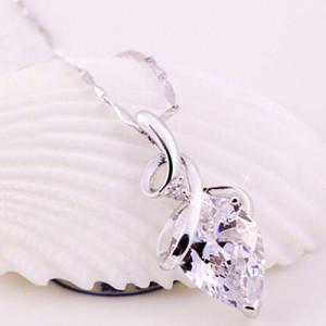 Изысканная подвеска «Тамплиер» с ажурным кулоном с бесцветным кристаллом в белом металле купить. Цена 110 грн