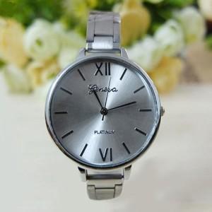 Серебристые часы «Geneva» классического дизайна с круглым корпусом и узким браслетом фото. Купить