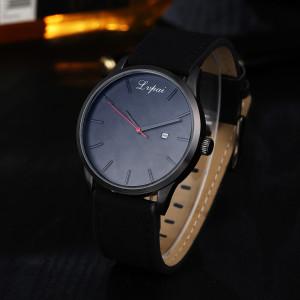 Полностью чёрные часы «Lupai» с красной секундной стрелкой и активным окошком даты фото. Купить