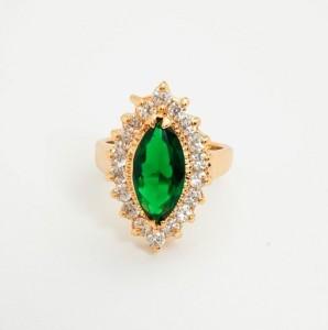 Классической формы кольцо «Маджоре» с крупным зелёным камнем и золотым покрытием фото. Купить